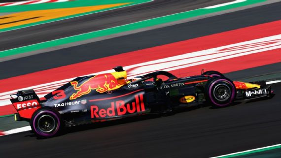 Daniel Ricciardo sets a new track record in morning session